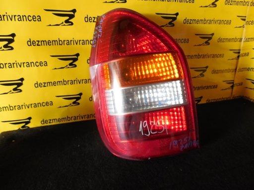 Lampa stanga Opel Zafira A An 2002