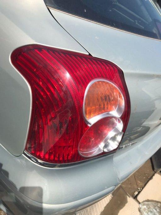 Lampa stanga spate Toyota Avensis T25 2007