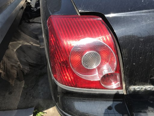 Lampa stanga Toyota Avensis berlina 2007