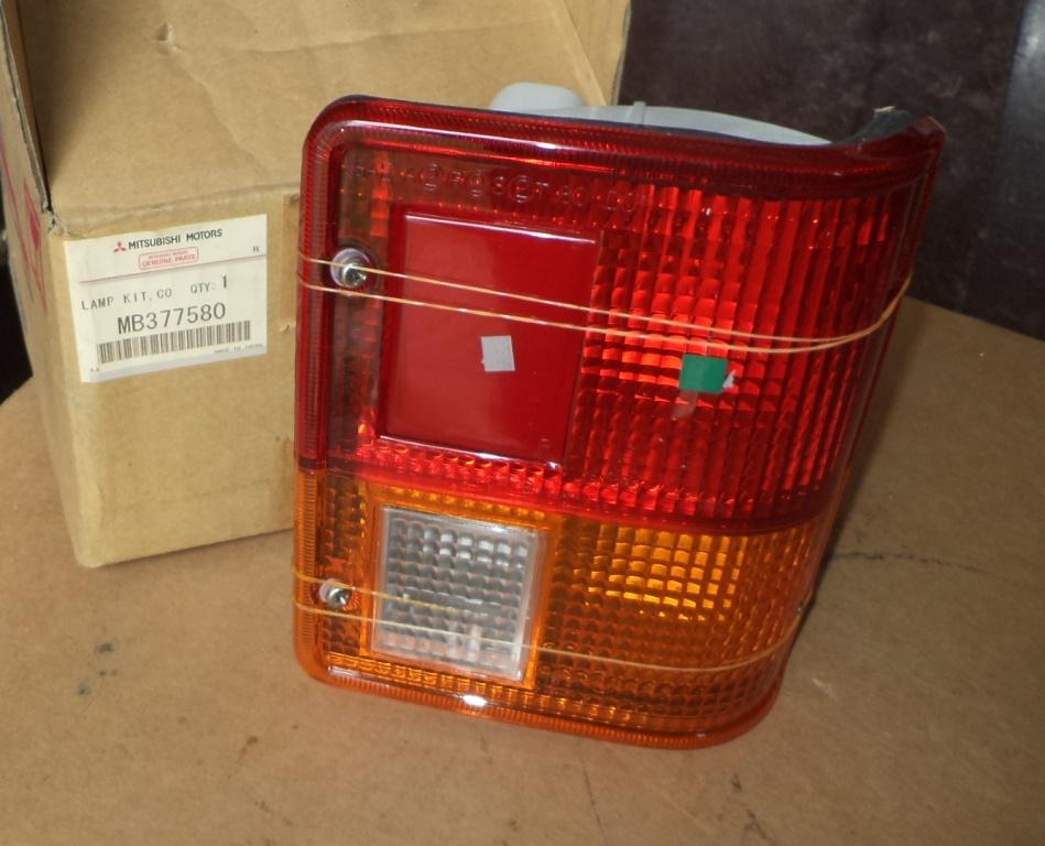 LAMPA STOP DREAPTA MITSUBISHI PAJERO/MONTERO ->1991-NOU ORIGINALA-MB377580