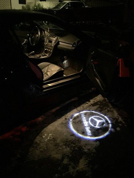 Lampi led dedicate usi cu logo Mercedes