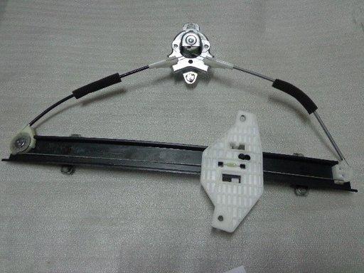 Macara geam usa fata dreapta Hyundai Accent ( an 2000-2006 ) / Noua / Originala / OE 82402-25000