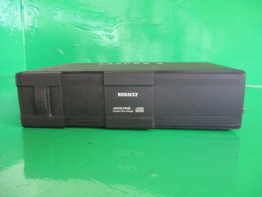 MAGAZIE CD COD 8200033794 A RENAULT LAGUNA 2 FAB. 2001 - 2007