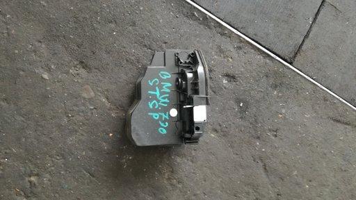 Maner usa stinga spate bmw 730 f01 cod. 7187227