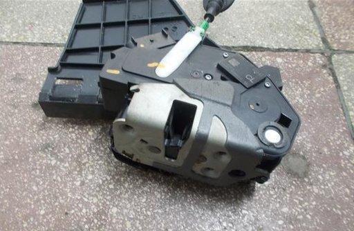 Mecanism inchidere dreapta spate Ford Fiesta VI 8A61-A264A52-AE