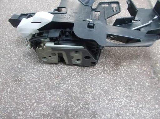 Mecanism inchidere stanga fata Ford Fiesta VI 8A61-A21979-AE