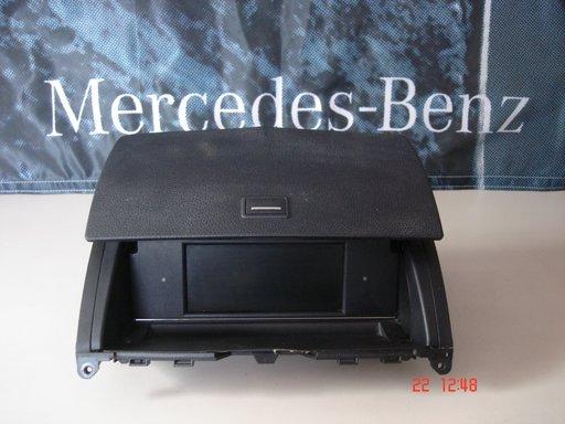 Mercedes C Class W204, Display navigatie mica, A20