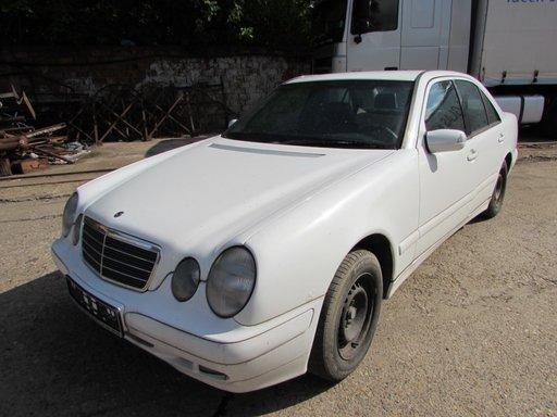 Mercedes E220 cdi (w210), 105kw, 143cp, berlina motor: OM611.961 an 2001