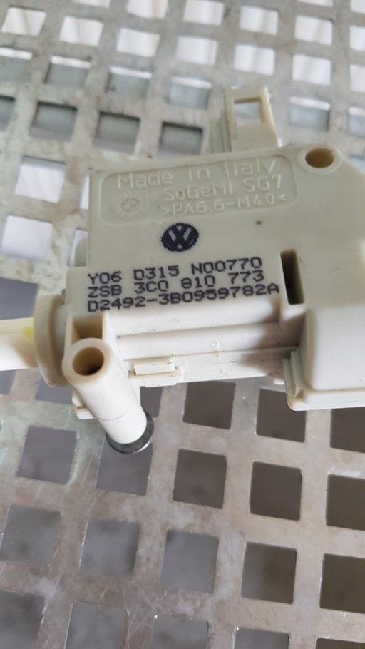 Motoras deschidere capac rezervor Volkswagen Passa