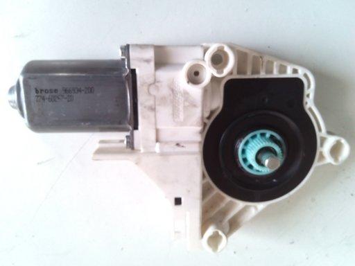 Motoras dreapta geam macara Audi A4 A5 A6 A8 Q5 Q7 COD 8K0959802A