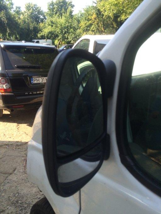 Oglinda Renault Trafic 2.0 dci M9R
