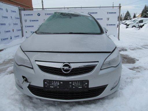 Opel Astra J din 2012