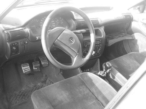 Opel astra sedan din 1994-1,6 benzina