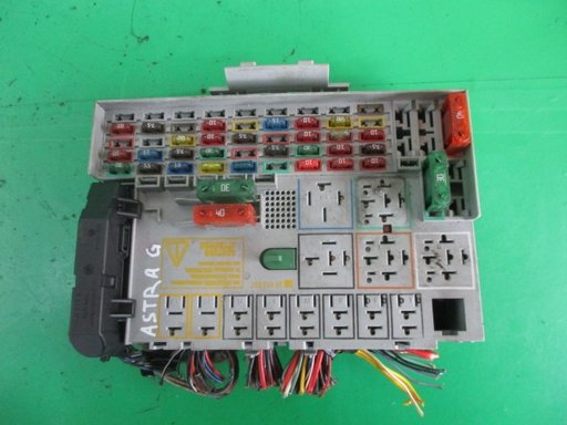 PANOU / BLOC SIGURANTE / RELEE OPEL ASTRA G 1.7 DTI 16V 55KW 75CP FAB. 1998 - 2004