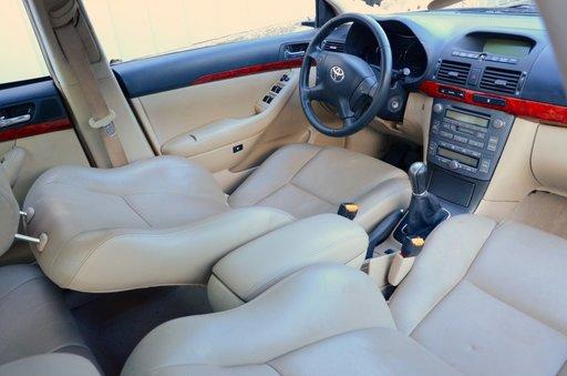 Piese de caroserie si motor Avensis T25 2.0 D4D 116cp 85kw volan stanga europa.