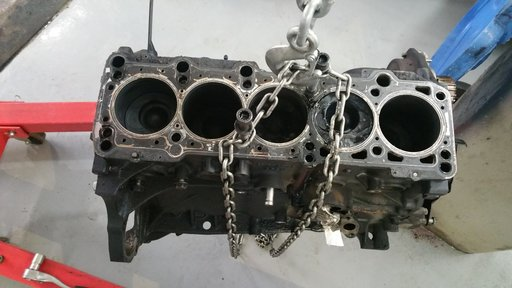 Piston complet echipat cu biela VW CRAFTER din 2007 2.5 diesel cod motor BJK.