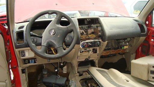 Plansa bord + Volan complet Nissan Terrano 2 motor 2.7TD an 2004