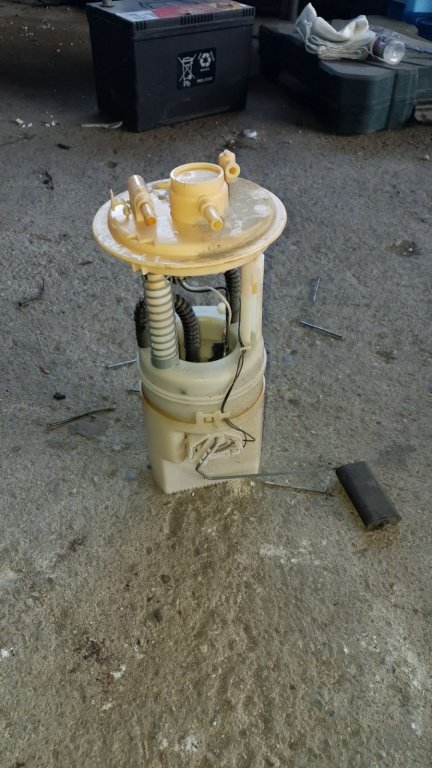 Pompa benzina Mitsubishi Colt 2006
