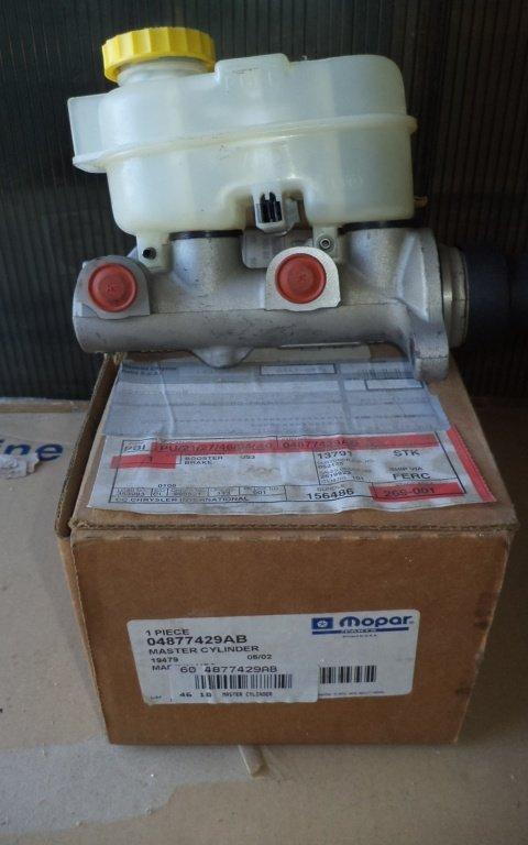 POMPA FRANA CU REZERVOR DODGE RAM 2500 /JEEP-NOU ORIGINAL-04877429AB