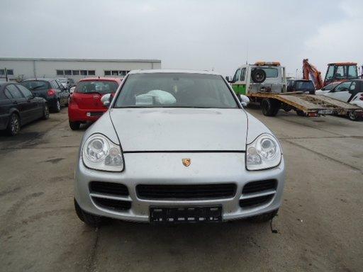 Porsche Cayenne din 2004, 4.5 b v8