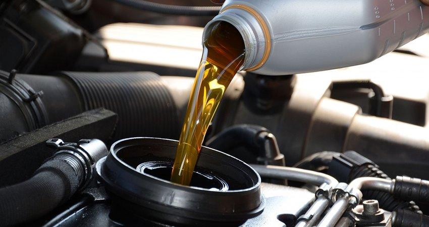 Uleiul auto: cum sa alegem uleiul de motor pentru masina noastra care a depasit 100.000 km?
