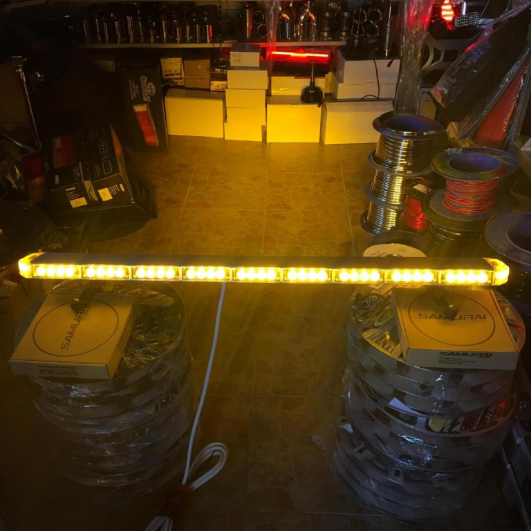 Rampa girofar cu leduri si lumina galbena, 120 cm