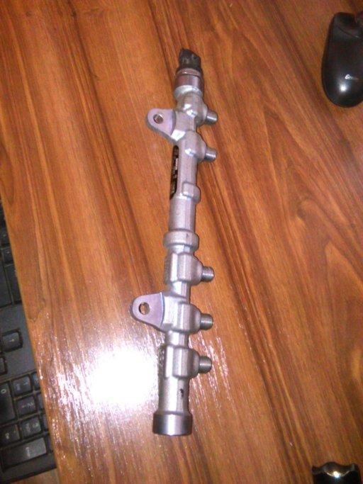RAMPA INJECTIE Fiat Doblo 1.3 Multijet Bosch 04452