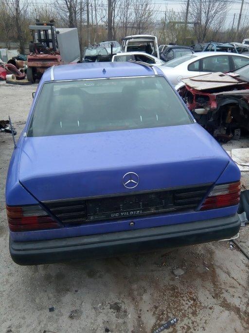 Se dezmembreaza Mercedes W124 2.0d