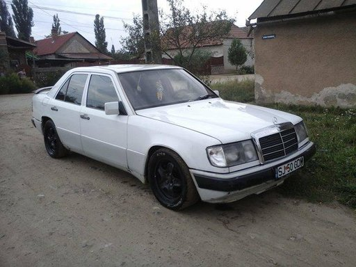 Se dezmembreaza Mercedes W124 200 D