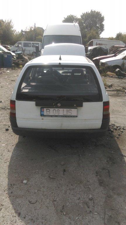 Se dezmembreaza Opel Astra F an 1994 motor 1.6
