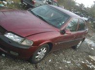 Se dezmembreaza Opel Vectra B