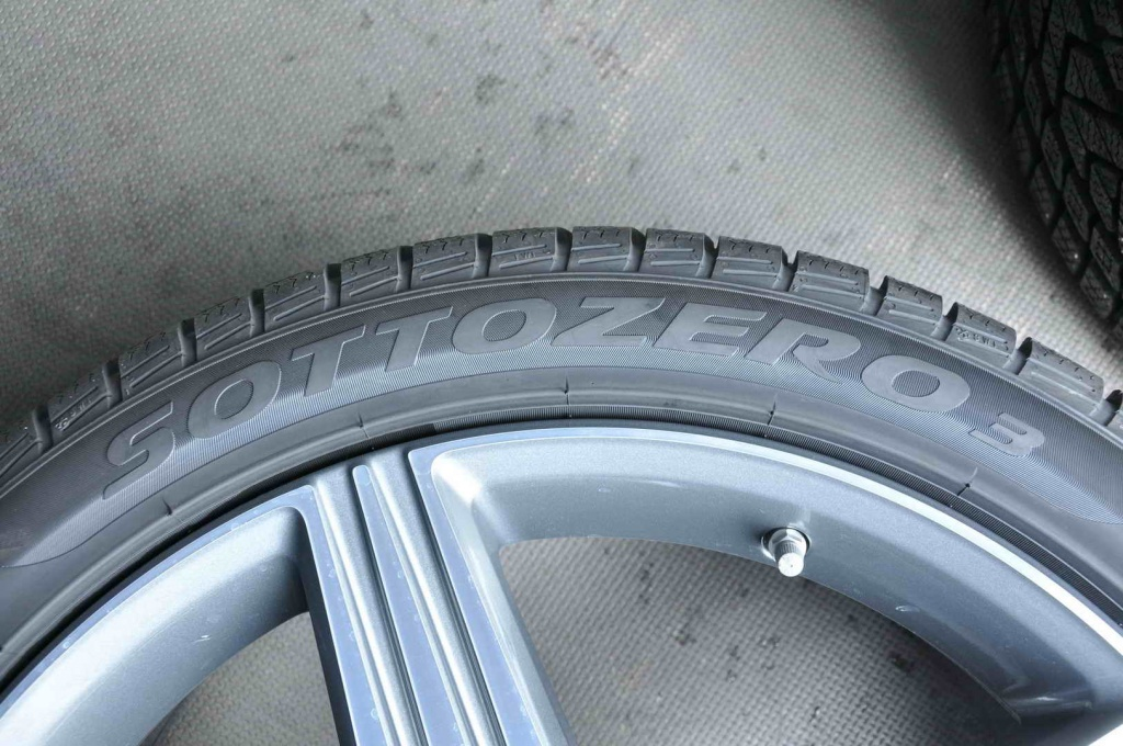 Set 2 anvelope Iarna 20 Inch Pirelli Sottozero 3 Winter 285/35 R20