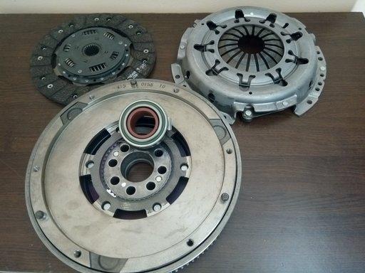 Set ambreiaj LuK cod 624277060 pentru Toyota 2.4d
