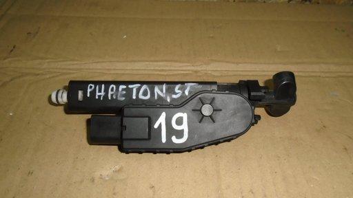 Spalator far stanga VW Phaeton, 3D0955978B