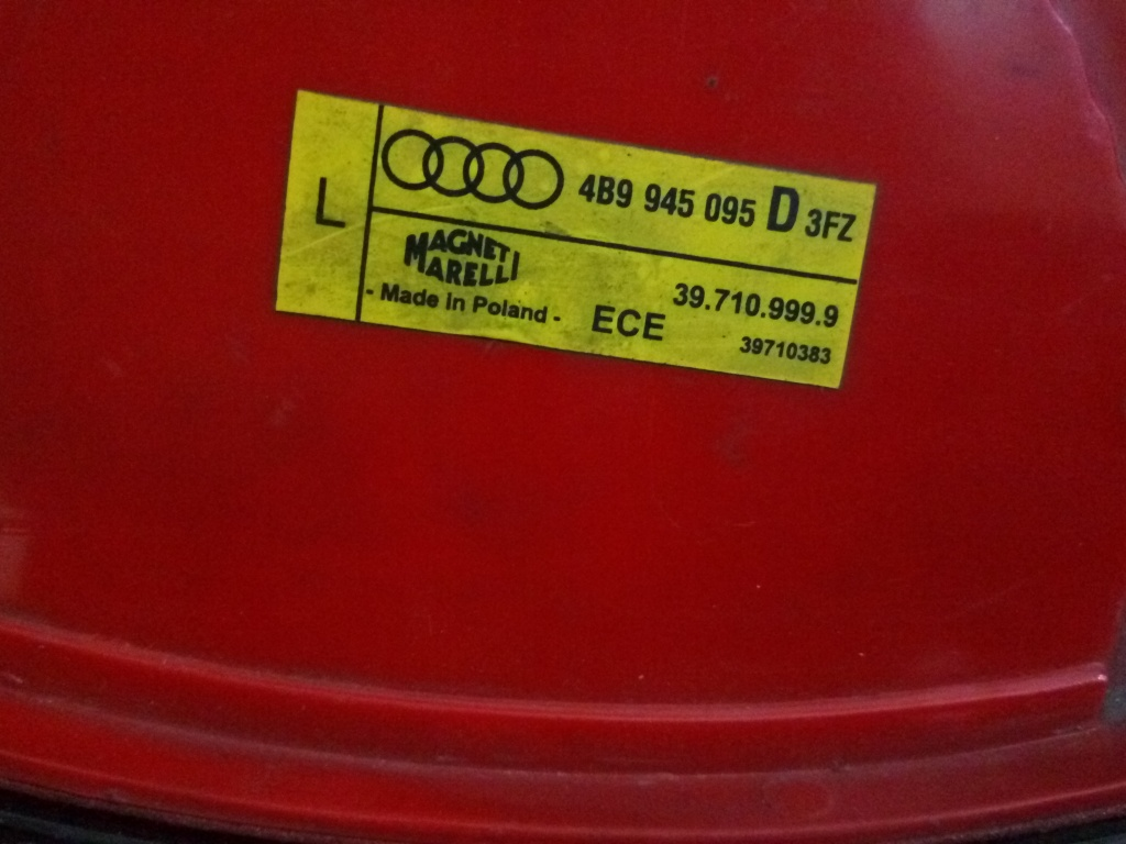 Stop stanga Audi A6 Avant (4B5, C5) cod 4B9945095D
