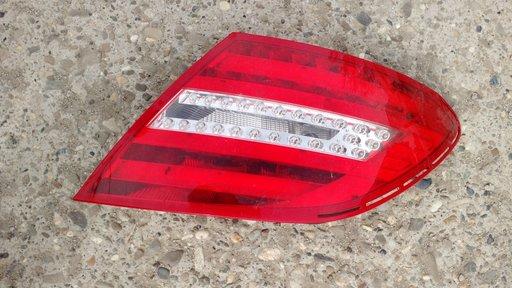 Stop/tripla/lampa dreapta spate pentru Mercedes C class