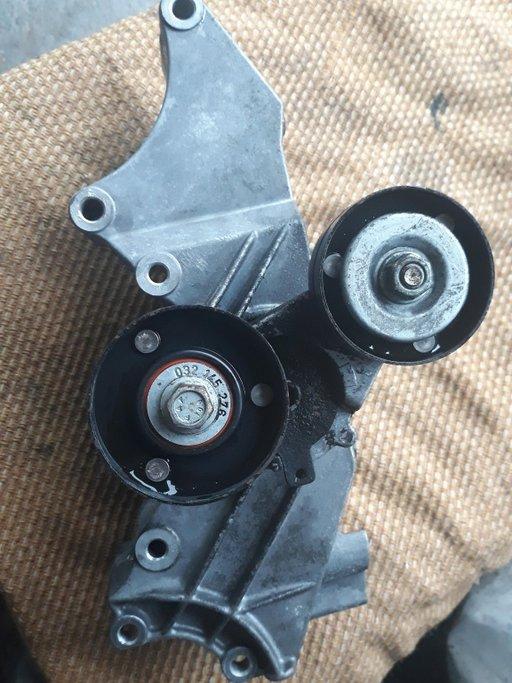 Suport accesorii Vw Golf 4 , Bora / Skoda Octavia , Fabia 1.4 / 1.6 -16 V benzina ( 032 145 169 Q )
