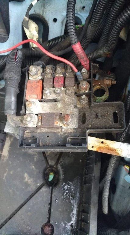 Tablou sigurante baterie iveco daily 4 motor 2.3 diesel