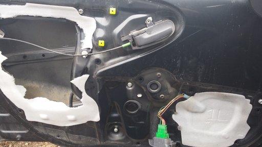 Usa/portiera Peugeot 107 / Citroen C1 / Toyota Aygo 2007-2008 motor 1.0