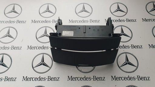 Usita magazie cd Mercedes S class W221 negru